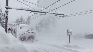 Άλπεις: Σε εγρήγορση για νέες χιονοστιβάδες