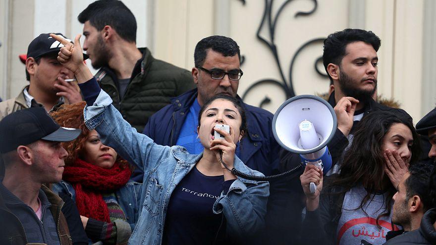 Tunísia vive novos confrontos depois de morte de jovem
