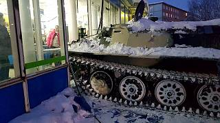 Ρωσία: Πήρε τανκ για να τα ... «τσούξει»
