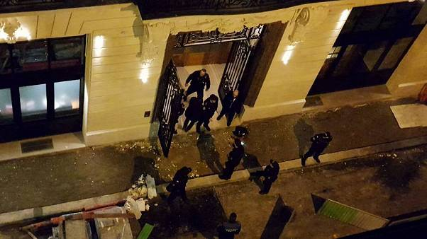 Thieves staged a brazen robbery at a jewellery shot at Paris' Ritz hotel