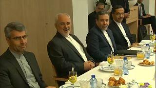 La delegazione iraniana, Javad Zarif è il secondo da sinistra