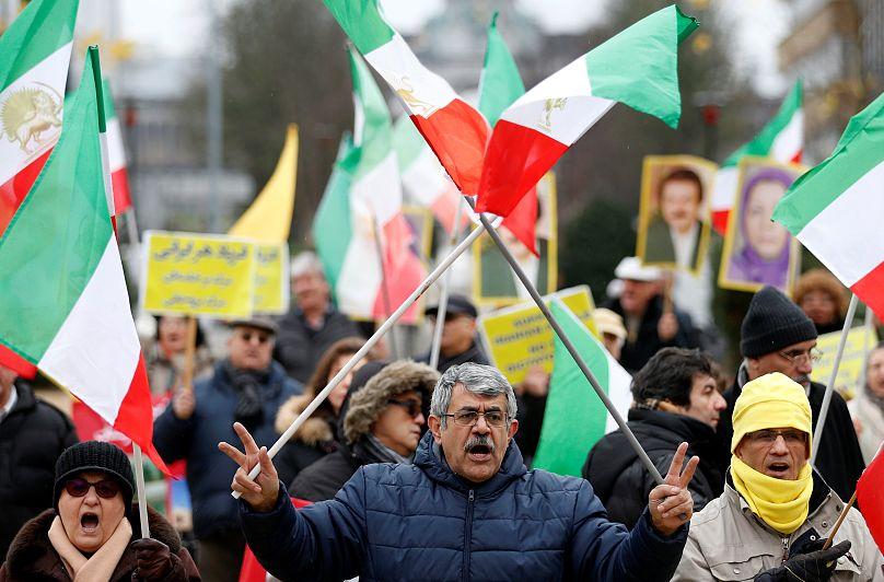Potências apelam por acordo com o Irã