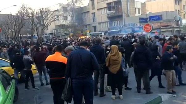 Brüsszelben is követelték a teheráni kormány lemondását az irániak