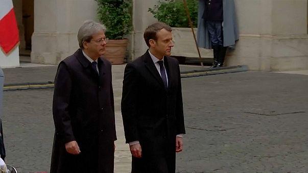 Macron a Roma da Gentiloni: un accordo sui migranti