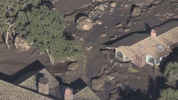 California pezzi di case e veicoli nel fango: difficili le ricerche