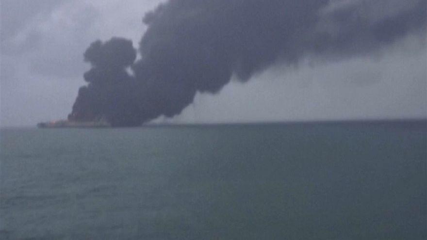 Пожар на иранском танкере продолжается