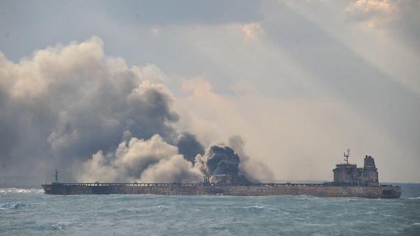 Iranisches Tankerunglück: Suche nach Seeleuten