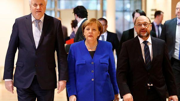 Γερμανία: Προκαταρκτική συμφωνία Μέρκελ - Σουλτς για «μεγάλο» συνασπισμό