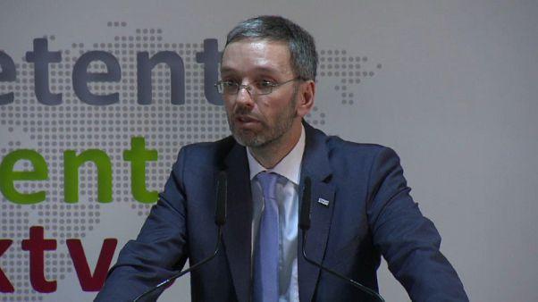 """Innenminister Kickl: """"Asylbewerber konzentriert an einem Ort halten"""""""