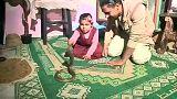 """""""تايسون"""" المصري يصطاد الثعابين السامة والتماسيح الصغيرة وابنته الطفلة تروضهم"""