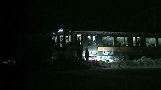 Japonya'da kar dolayısıyla yüzlerce yolcu trende mahsur kaldı