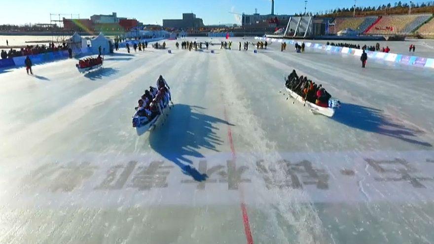 Çin'de buzda Dragon Boat yarışları başladı