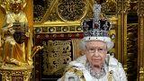 Οι στηθόδεσμοι της Βασίλισσας Ελισάβετ και το αποκαλυπτικό βιβλίο
