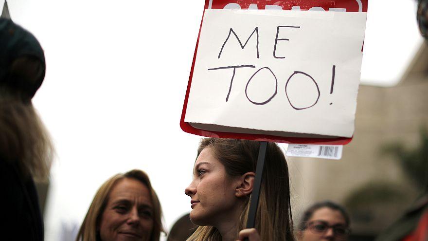 Полемика во Франции: домогательства или флирт?