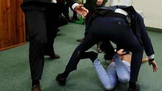 Активистка Femen напала на президента Чехии