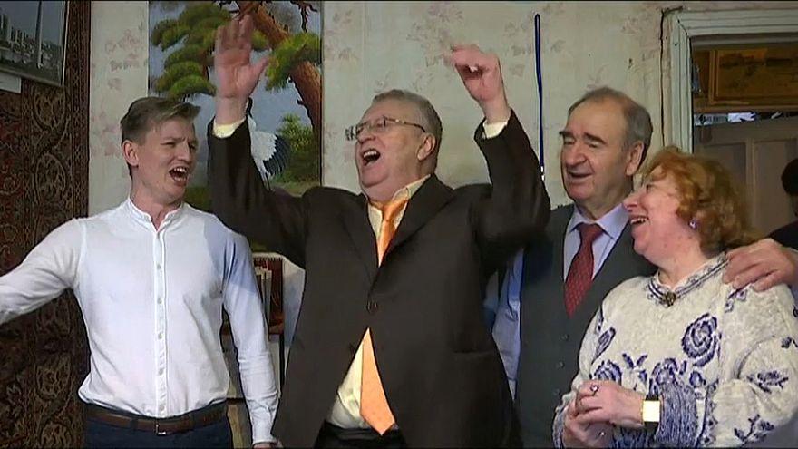Икра, вино и песни: Жириновский начал предвыборную кампанию