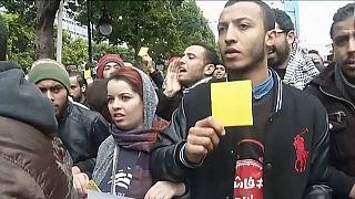 Tunuslular hükümete sarı kart gösterdi