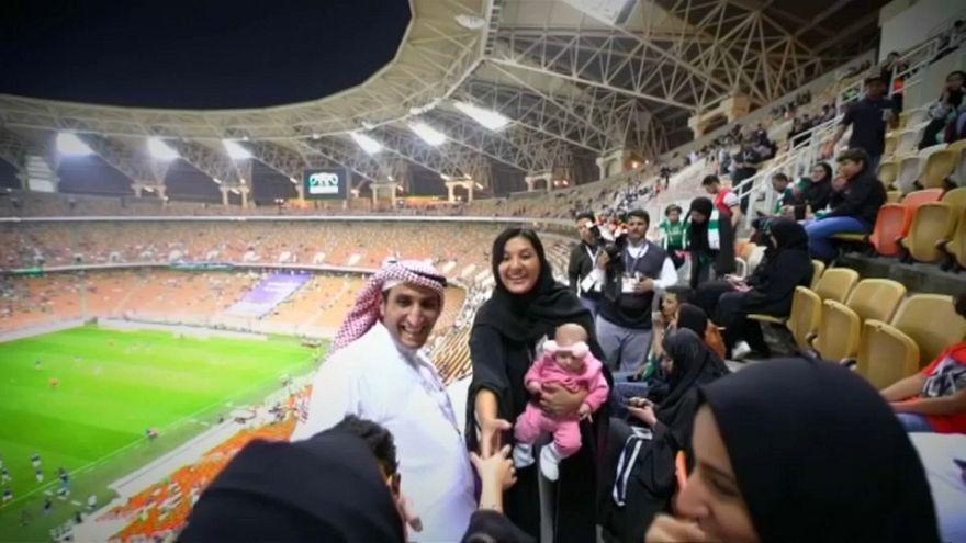 Mulheres sauditas vão à bola