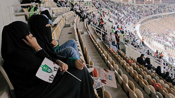 Suudi kadınlar ilk kez tribünlerde