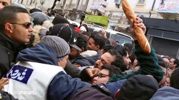 A nap képe: tüntetés és erőszak Tunisz utcáin