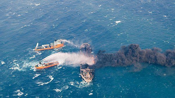 جسد دو دریانورد و جعبه سیاه نفتکش ایرانی سانچی پیدا شد