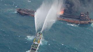 Κίνα: Δύο νεκροί ανασύρθηκαν από φλεγόμενο πλοίο