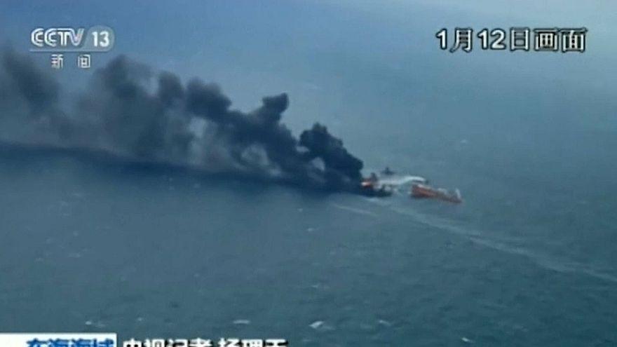"""Пожар на """"танкере смерти"""": обнаружены тела двух моряков"""