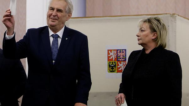 Präsidentschaftswahlen in der Tschechischen Republik: Zeman gewinnt erste Runde