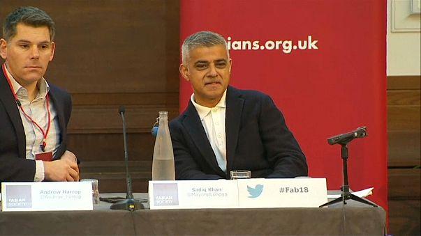 Far-right protesters disrupt Sadiq Khan speech at Fabian Society