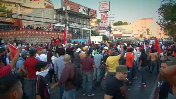 Honduras'ta genel grev öncesi muhalifler sokakta