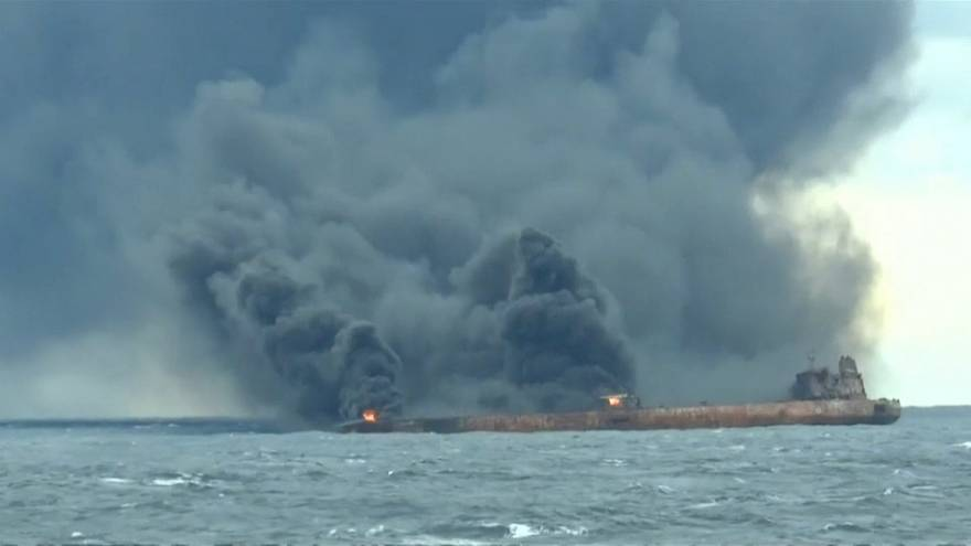 Yanmaya devam eden petrol tankerinden iki ceset çıkarıldı