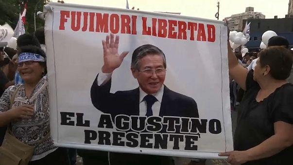 Peruanos na rua em defesa de Fujimori