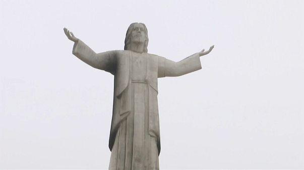Peru vor Papstbesuch: Christus-Statue in Flammen