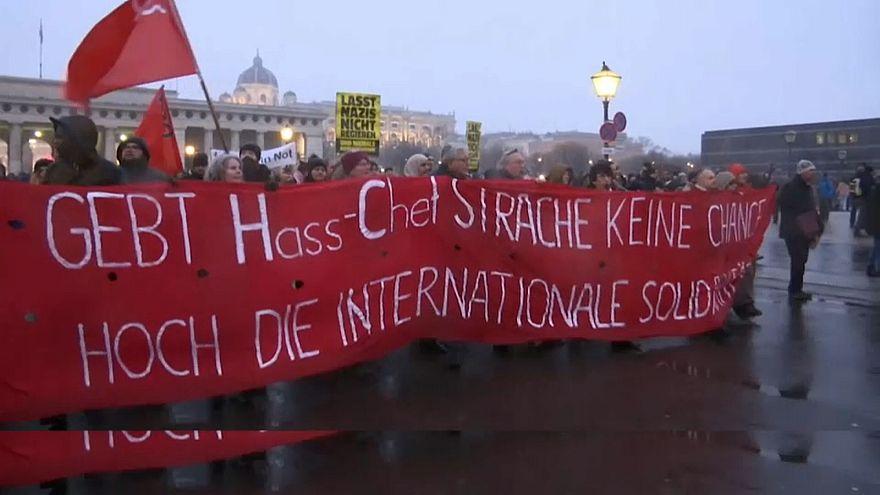 Milhares protestam em Viena contra o novo governo austríaco