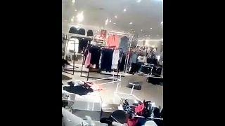 Dél-Afrika: szétverték a H&M boltjait