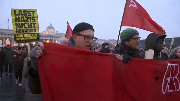 Около 20 тысяч противников коалиционного правительства Австрии вышли на улицы Вены