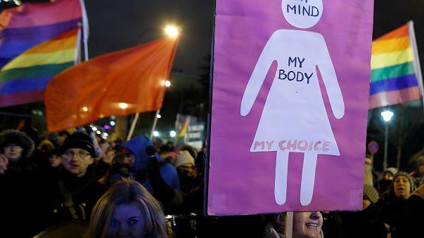 """""""Difendere l'aborto"""". La Polonia torna in piazza"""