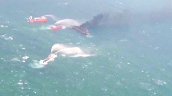 Çin Denizi'nde bir haftadır yanan gemi battı