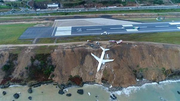 بالفيديو: طائرة تركية تنجو من حادث مروع