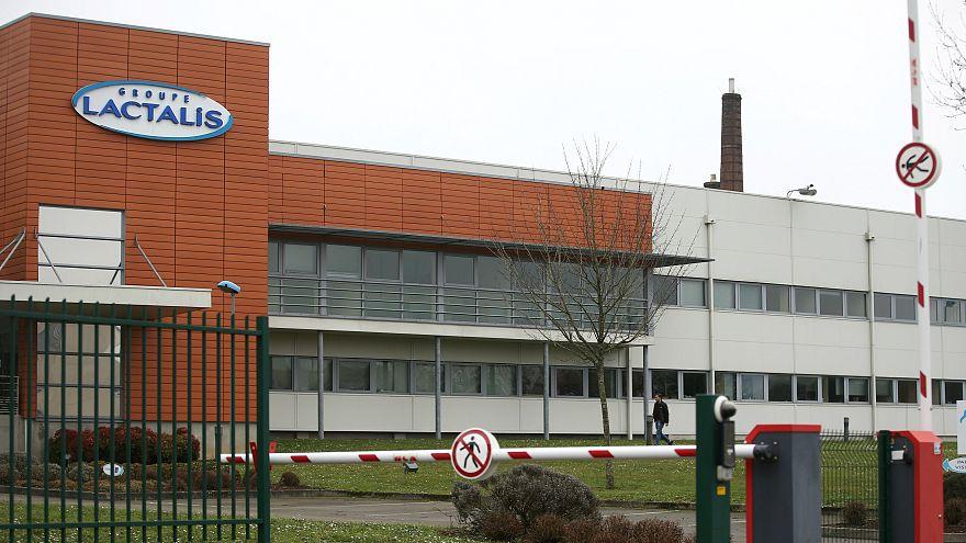 Fransa'da üretilen bakterili bebek maması skandalı 83 ülkeyi ilgilendiriyor
