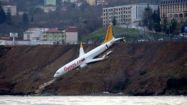 Αεροσκάφος βγήκε από τον διάδρομο προσγείωσης και «γλίστρησε» στον γκρεμό