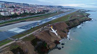 Trabzon'da pistten çıkan uçak facianın eşiğinden döndü