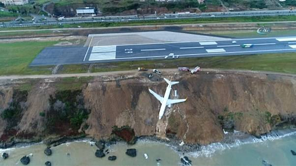 Türkei: Passagierflugzeug rutscht beinahe ins Meer