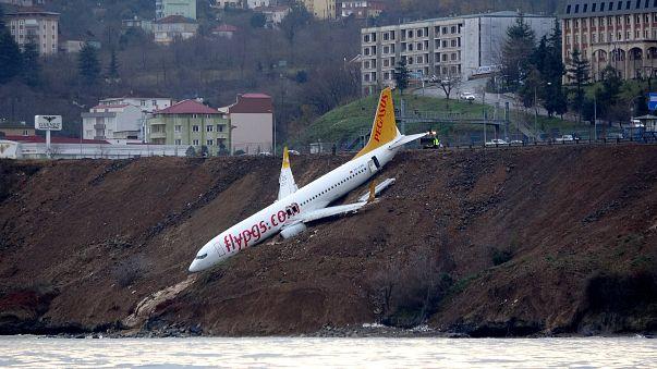بالفيديو: حالة الذعر داخل طائرة تركية أثناء إنزلاقها باتجاه البحر الأسود