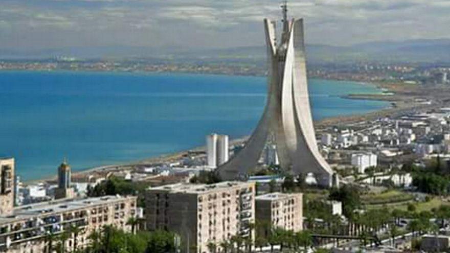 """مجلة فرنسية تحذر من """"القنبلة الجزائرية"""""""