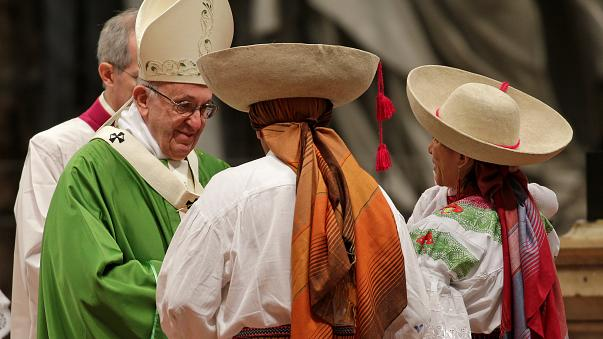 'Treat newcomers with respect' pontiff urges on World Day of Migrants and Refugees