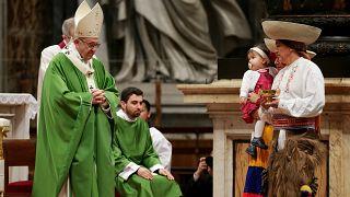 Papa Francis: Şüphelere rağmen mültecilere kucak açın