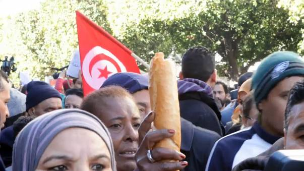Túnez marca el séptimo aniversario de su revolución con protestas