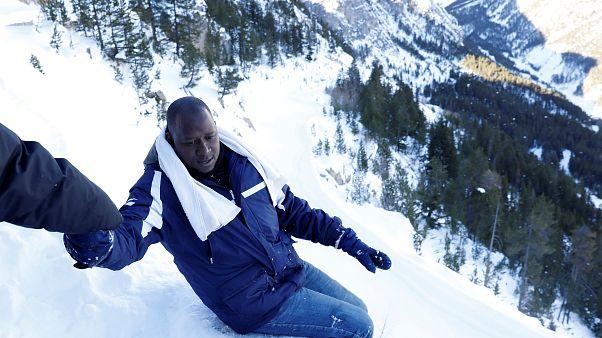 Flüchtlinge in Europa: Ohne Handschuhe über die Alpen