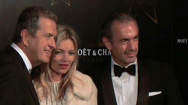 Mario Testino (a la izquierda en la imagen) con Kate Moss y Daniel Lalonde